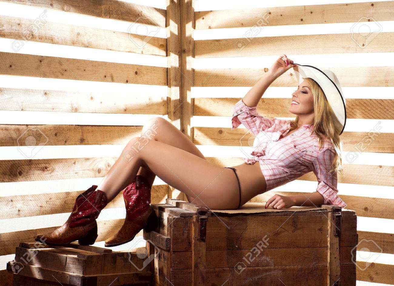 Free naked cowgirl pics, Lesbian girls kiss video