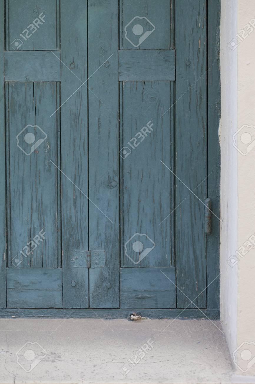 Porte Bleue Rustique Ou Obturateur Pour La Fenêtre Et La Peinture