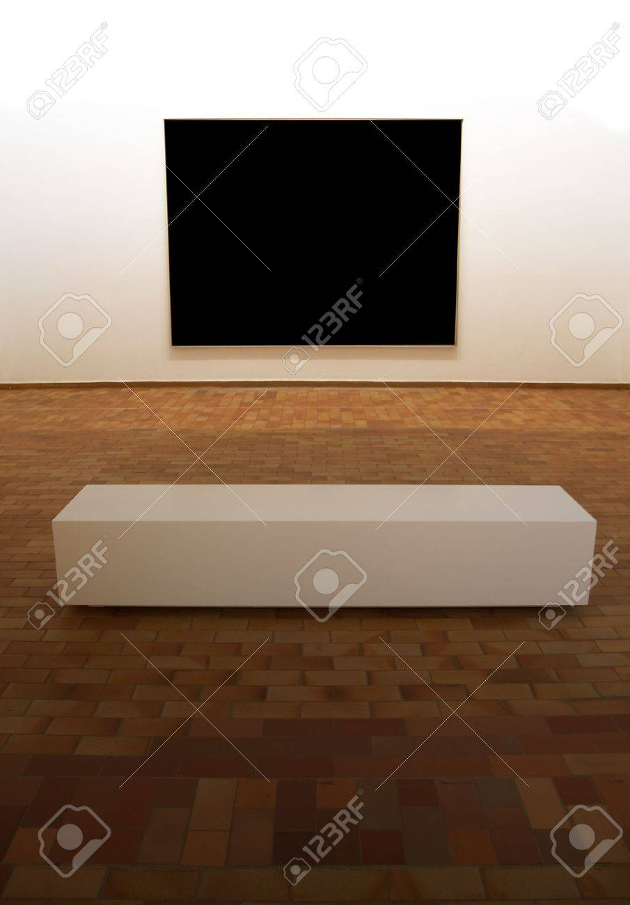 Contemporary museum gallery interior, big blank square panel on exposition with minimalistic bench in front of it, lighting is on the panel Standard-Bild - 2548702