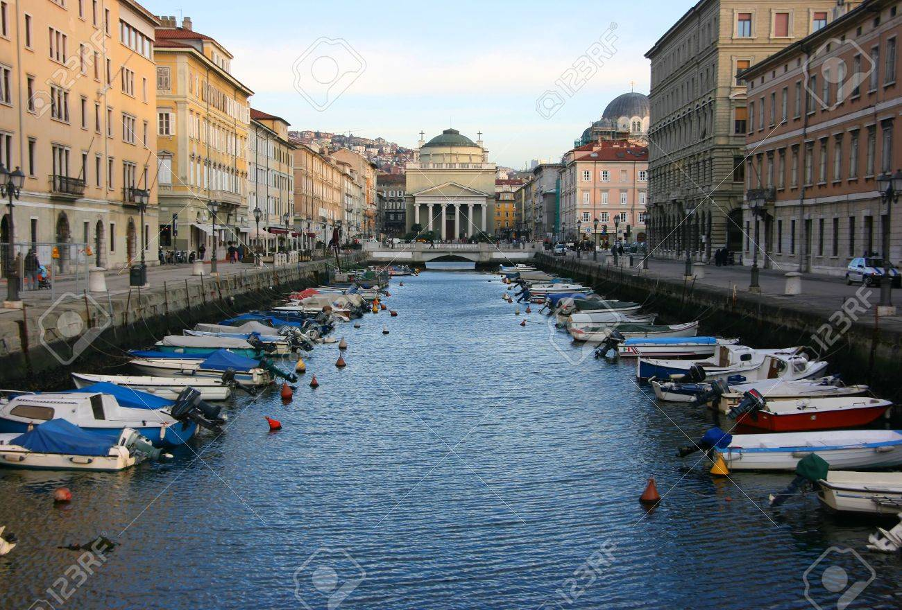 Canal grande in Trieste with Saint Anthony church Standard-Bild - 2565286