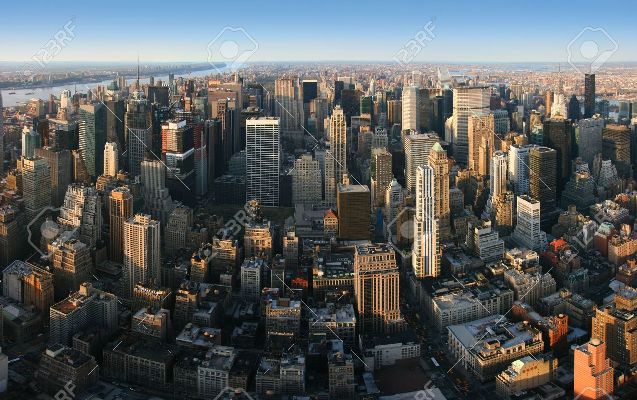 Aerial panoramic view over Manhattan from Empire State building top, New York. Sunset of a clear, sunny day. Standard-Bild - 3536423