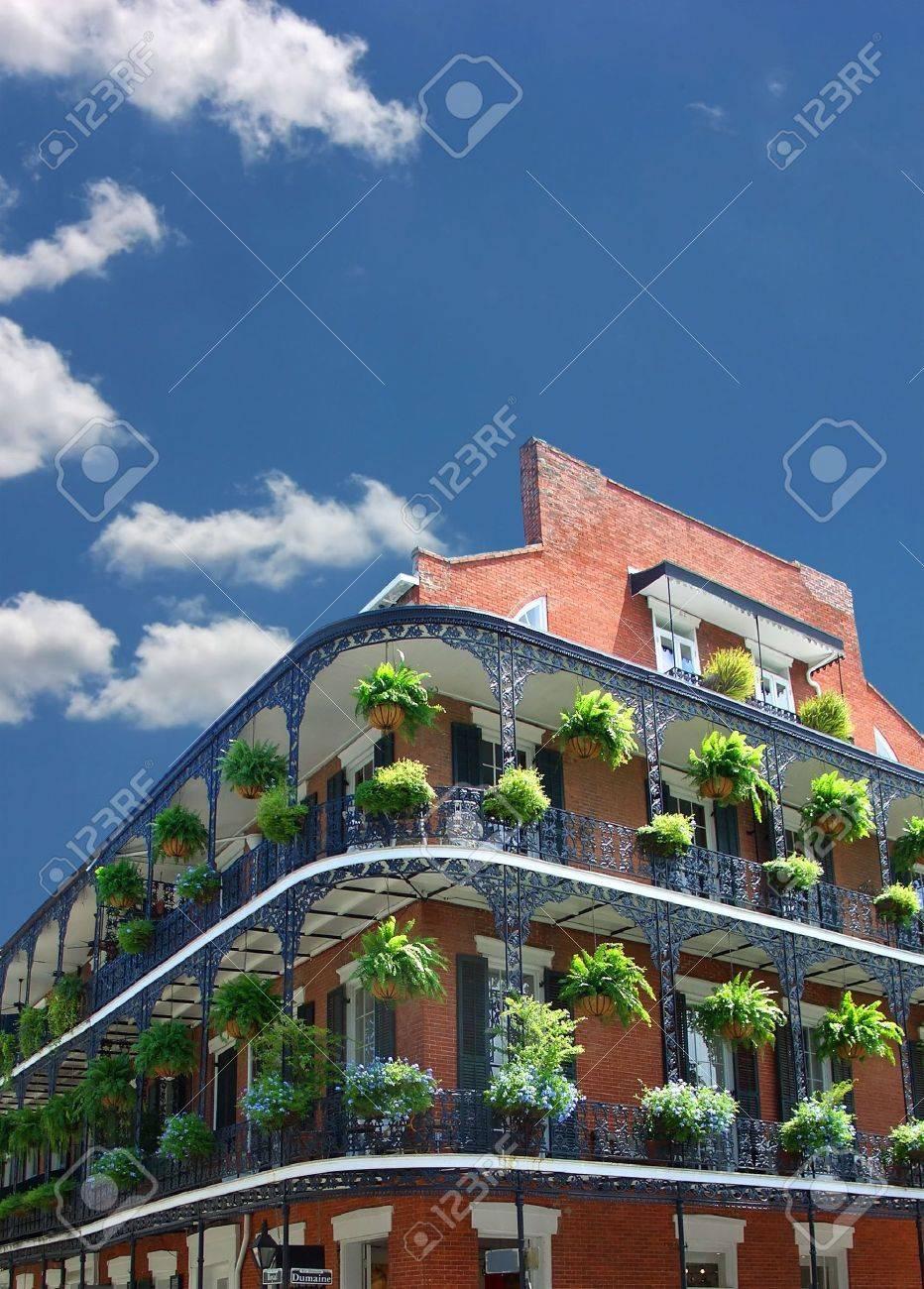 New Orleans Architektur, schmiedeeisernen Balkonen Standard-Bild - 3604152