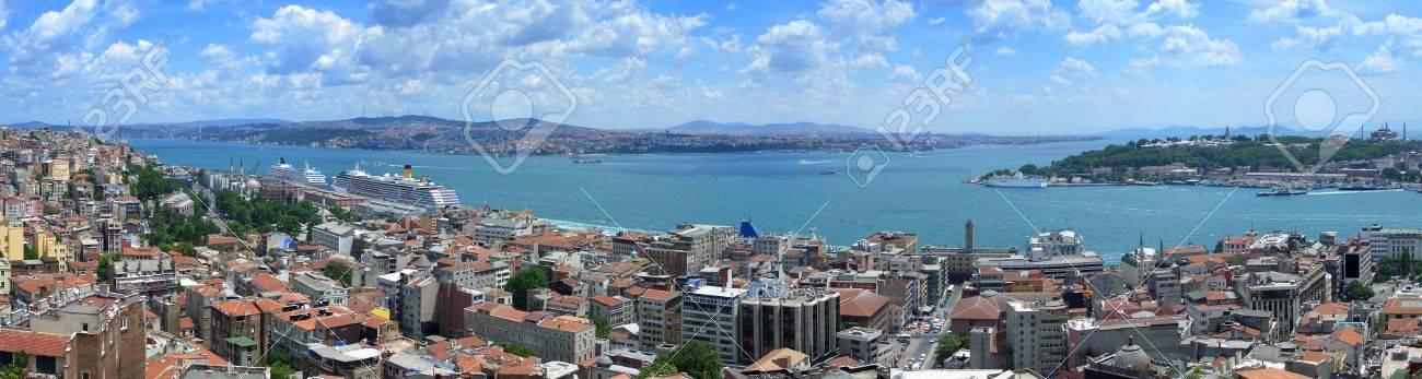 Bosphorus panoramic view from Galata tower, Istanbul, Turkey Standard-Bild - 3774367