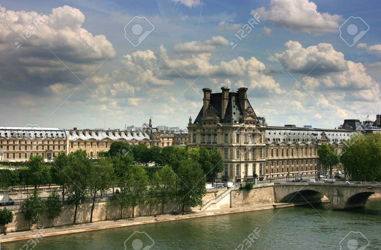 Right wing of Louvre Museum exterior seen from Orsay museum top Standard-Bild - 3908806
