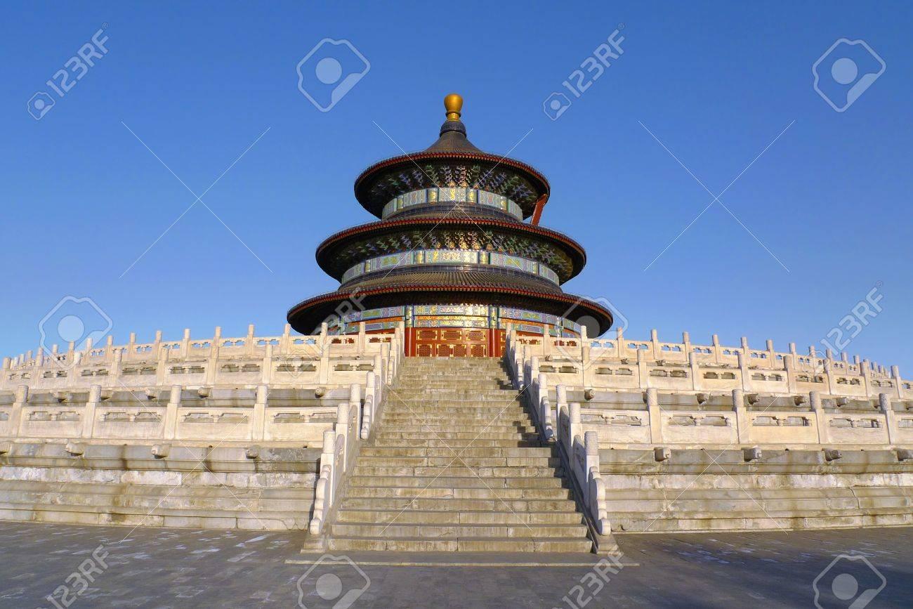 Die Halle des Gebetes für gute Ernten von Westen bei Sonnenuntergang gesehen in der Temple of Heaven Tiantan in Beijing, China Standard-Bild - 13295236