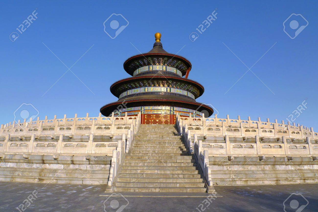 The Hall of Prayer for Good Harvests seen from west at sunset in the Temple of Heaven  Tiantan  in Beijing, China Standard-Bild - 13295236