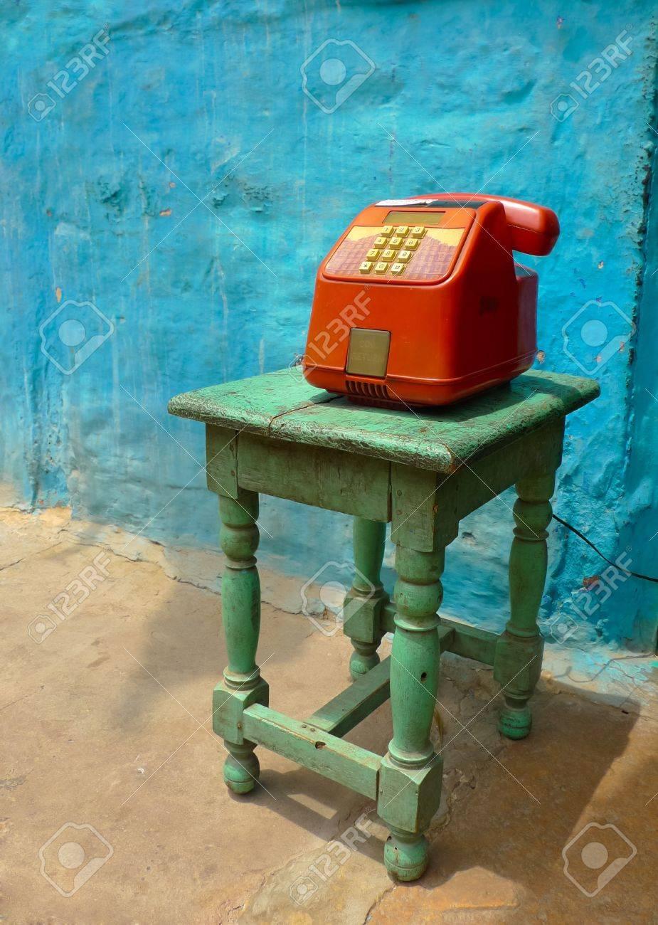 Colorful T L Phone Public Sur Un Tabouret Dans Une Rue Jodhpur