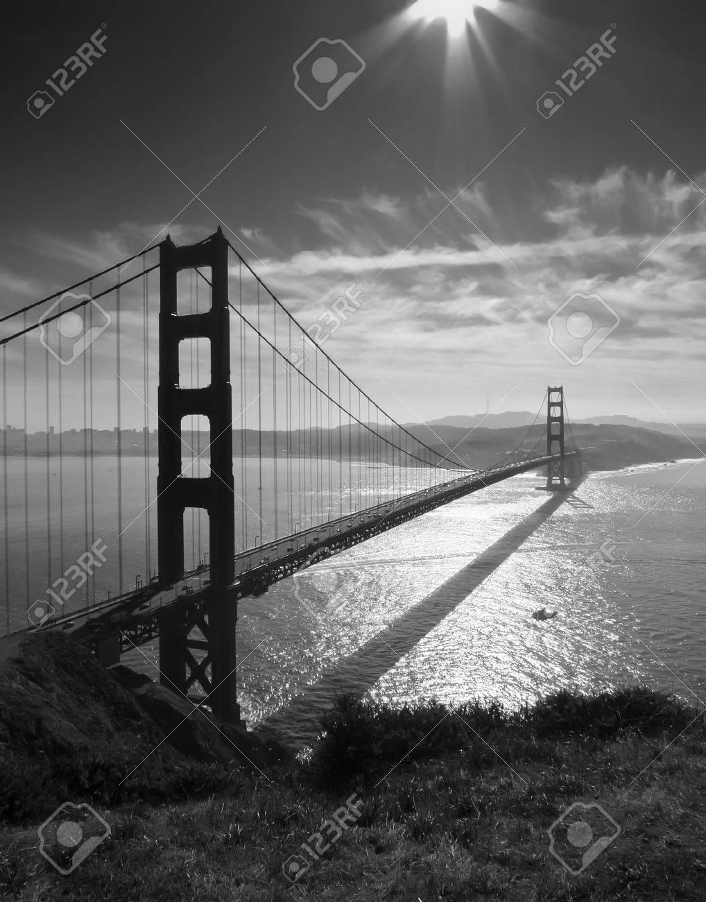 Golden Gate Br? und San Francisco von Battery Spencer, schwarz und wei?zu sehen Standard-Bild - 17169850
