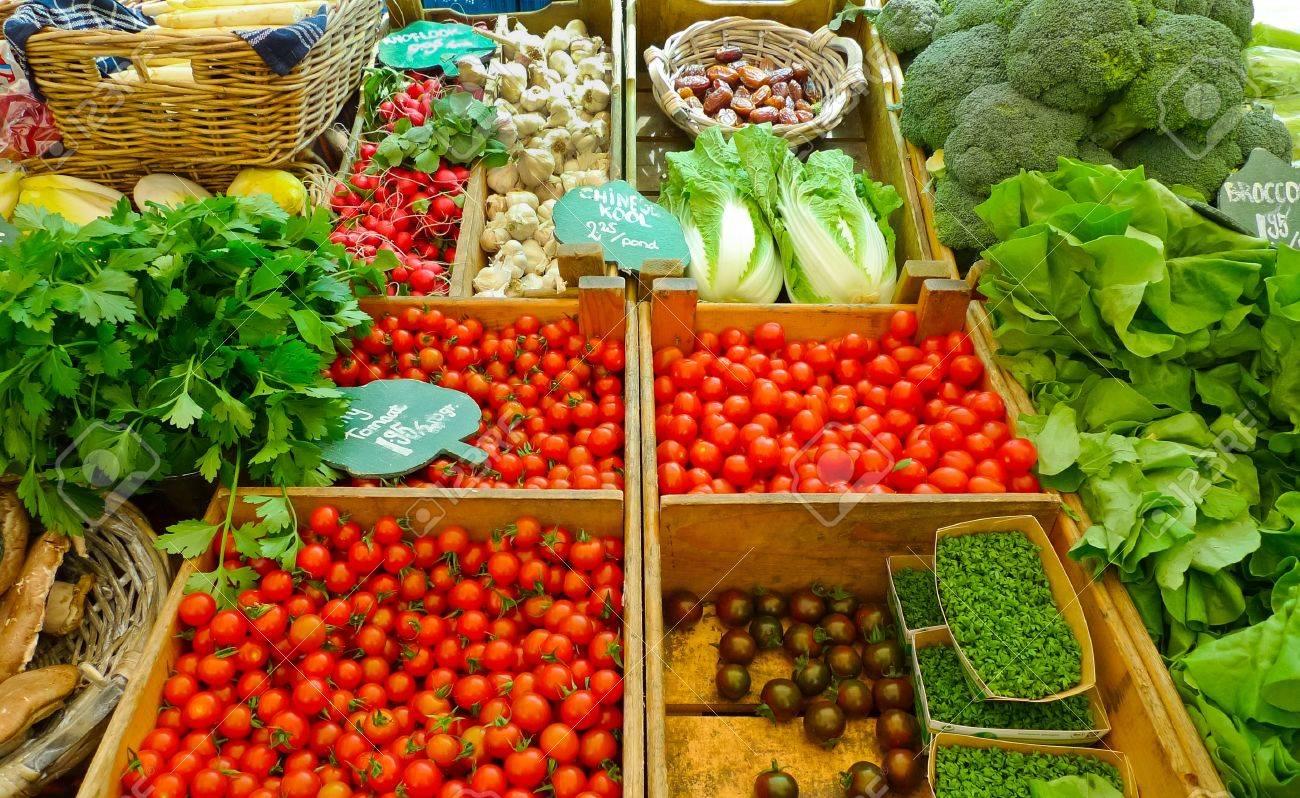 Gemüse für den Verkauf in einem Markt in Amsterdam, Niederlande Standard-Bild - 17250070