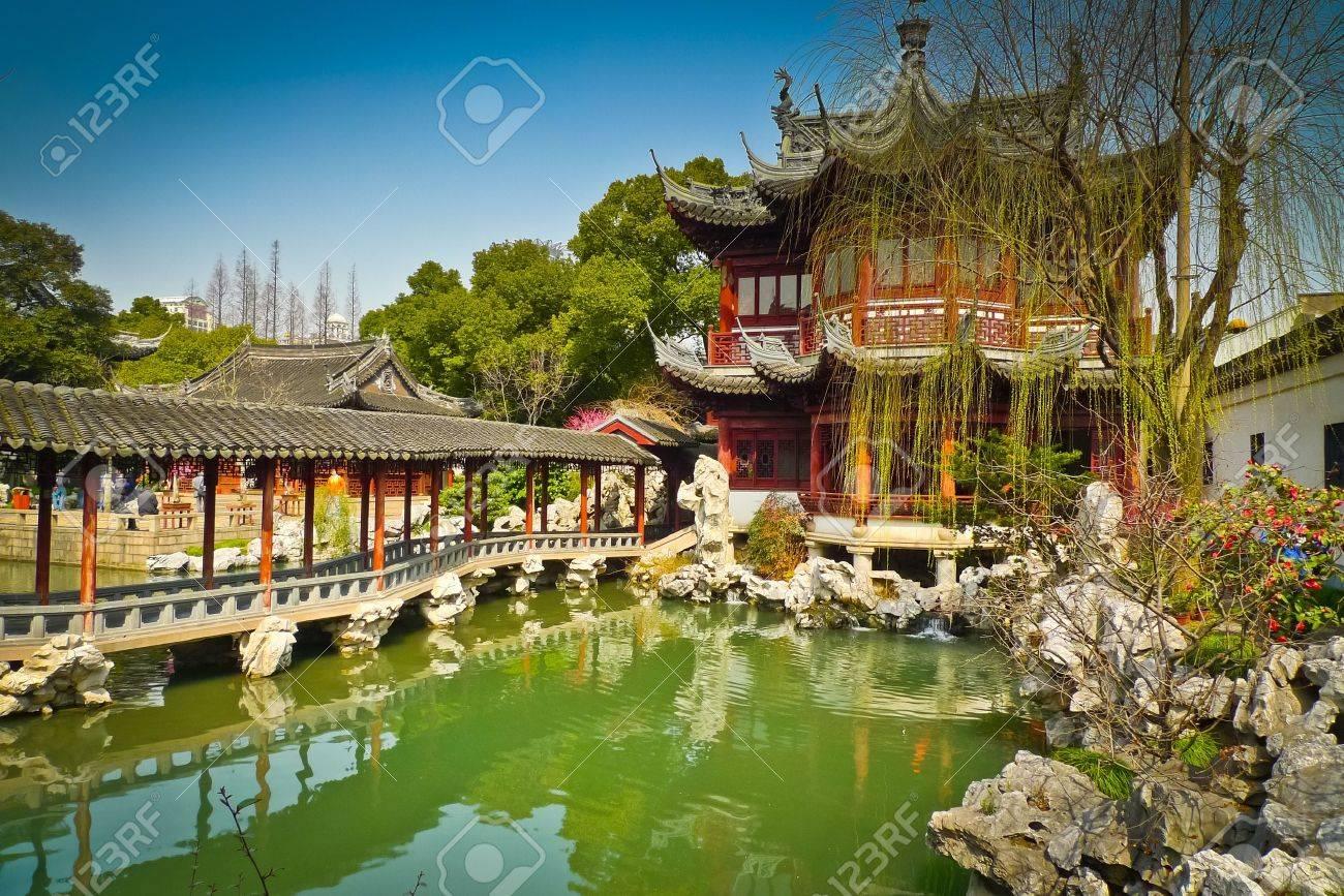 Traditional pavilions in Yuyuan Gardens, Shanghai, China Standard-Bild - 17591898