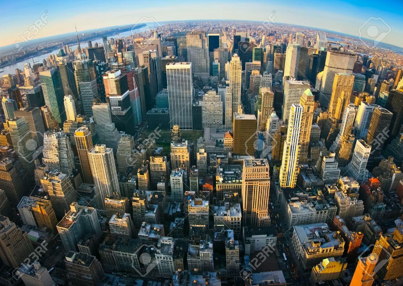 Fisheye Antenne Panoramablick über die obere Manhattan vom Empire State Building oben, New York. Sonnenuntergang von einem sauberen, sonnigen Tag mit außergewöhnlicher Sicht. Standard-Bild - 17753338