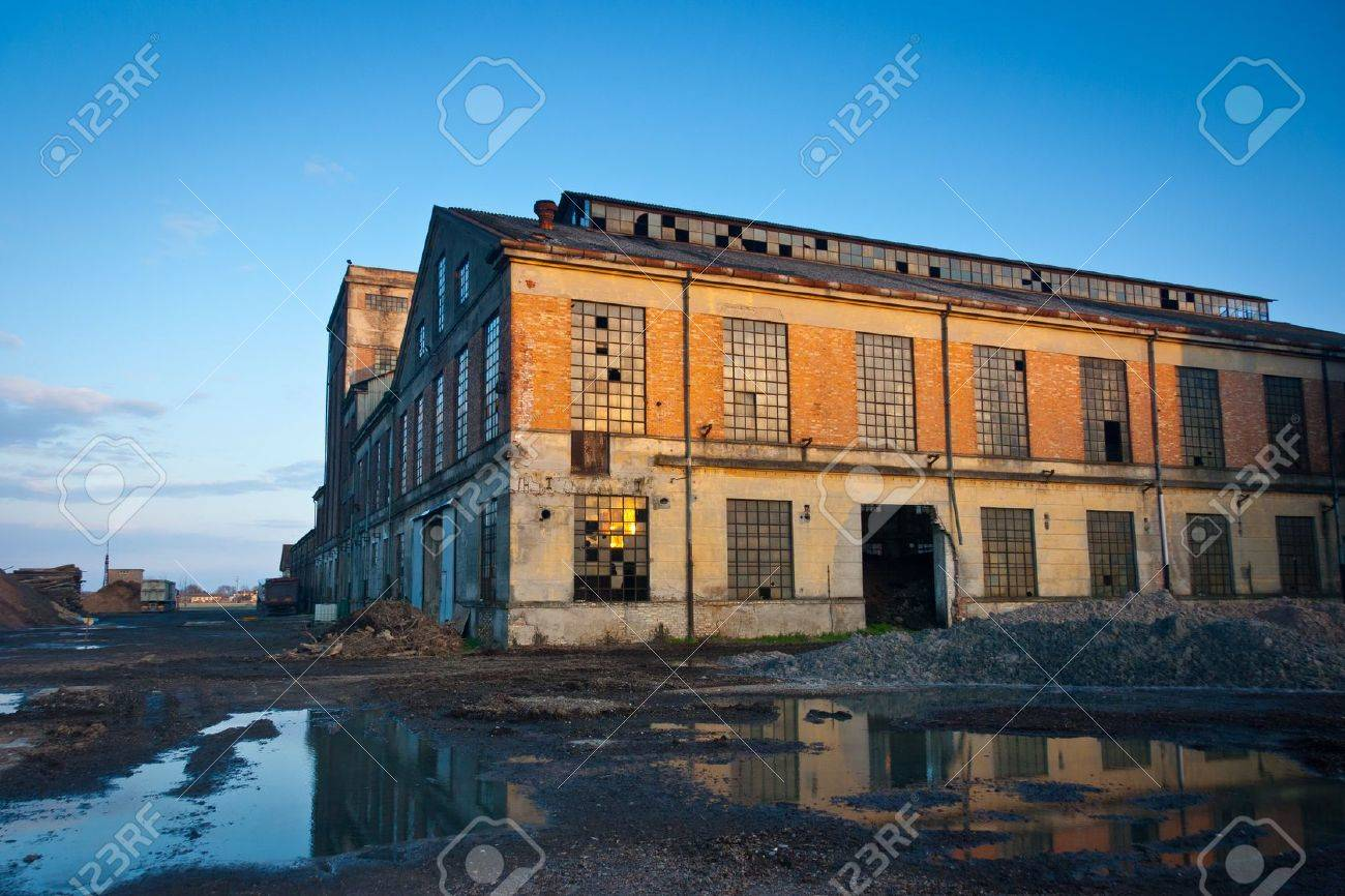 Abandoned industrial plant at sunset, Veneto, Italy Standard-Bild - 18096270