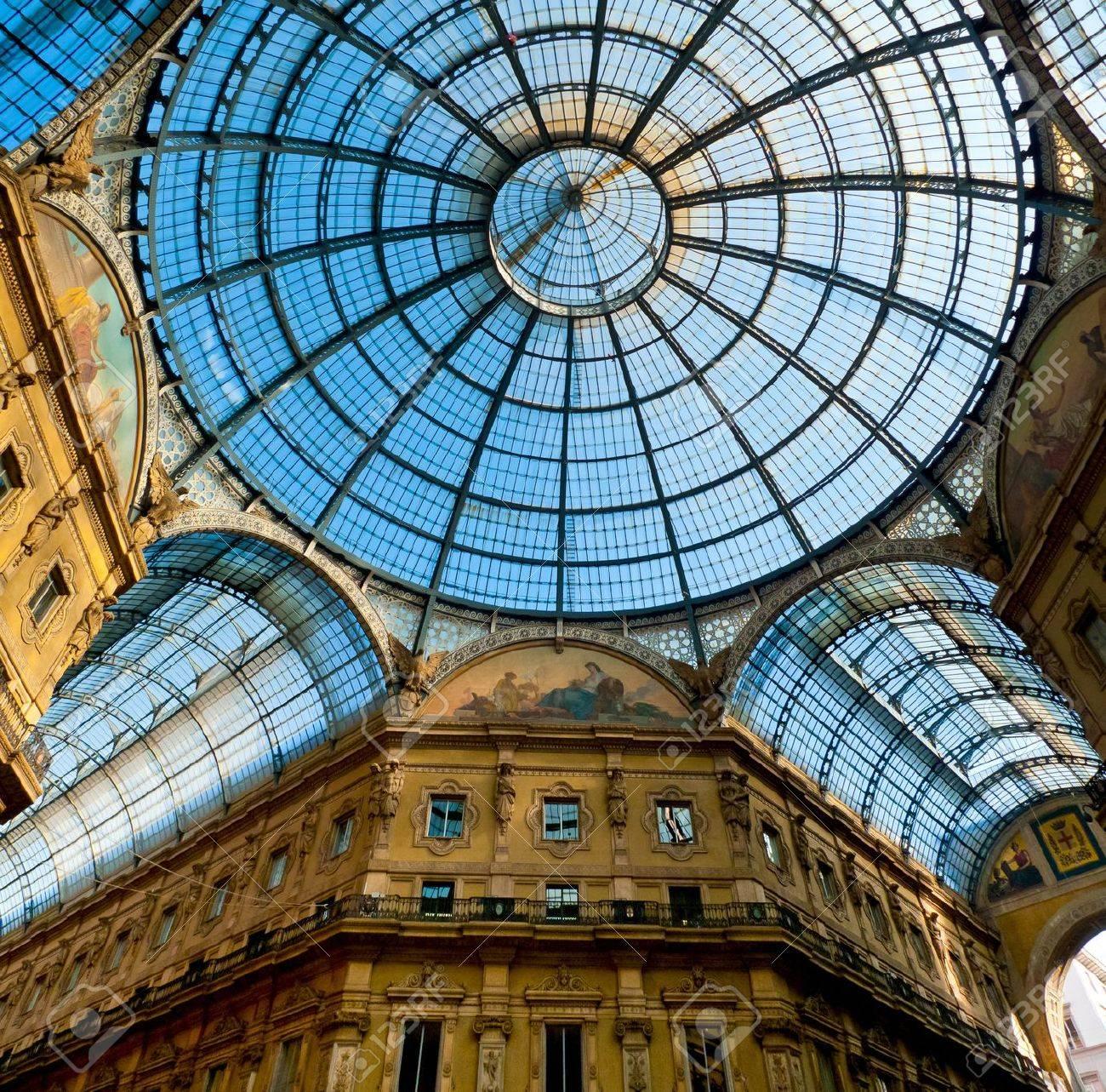 Glass dome of Galleria Vittorio Emanuele in Milan, Italy Standard-Bild - 18080379