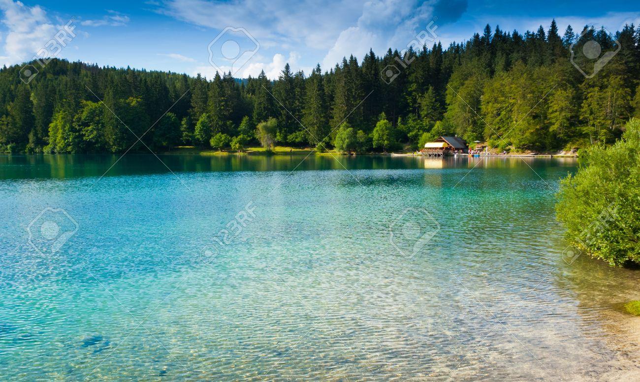 View of lower lake and hut in Fusine, Tarvisio, Friuli, Italy Standard-Bild - 18310992