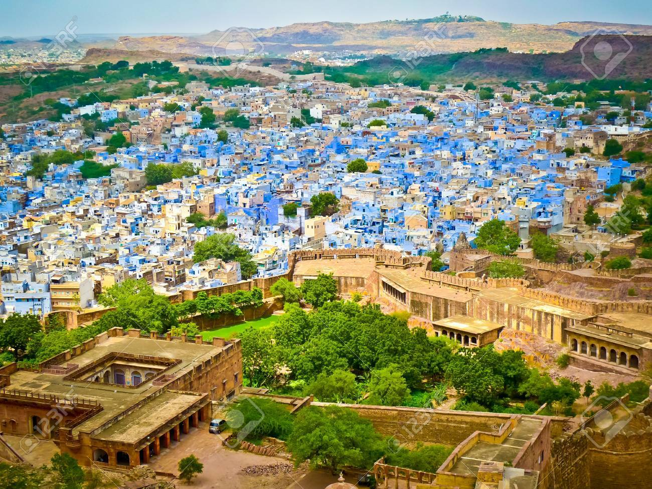 View of Jodhpur, the Blue City, from Mehrangarh Fort, Rajasthan, India Standard-Bild - 18537166