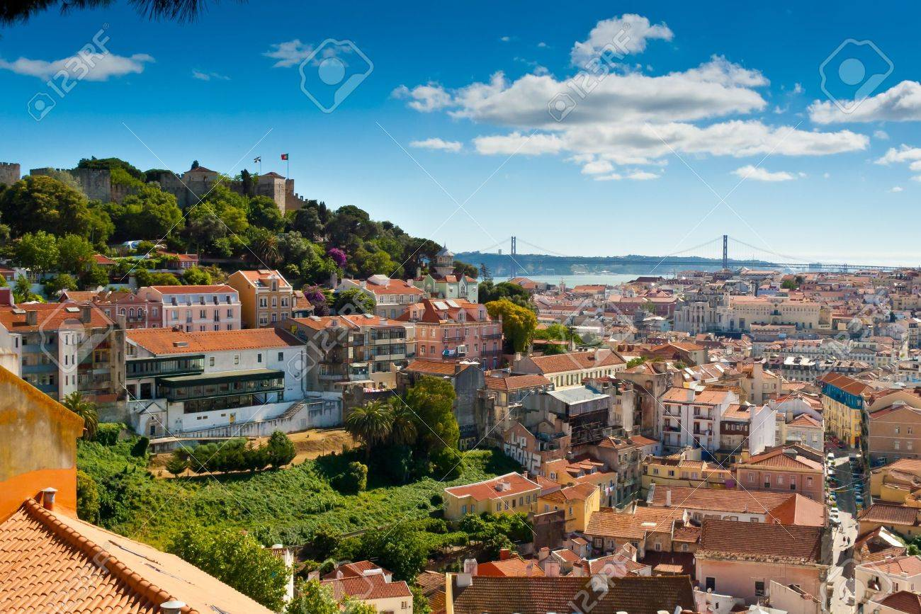 View over Baixa and Castelo de Sao Jorge from Alfama, Lisbon, Portugal Standard-Bild - 18662600
