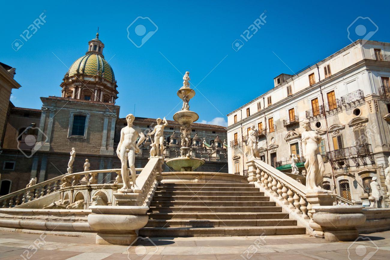 Piazza Pretoria or Piazza della Vergogna, Palermo, Sicily, Italy Stock Photo - 18800291