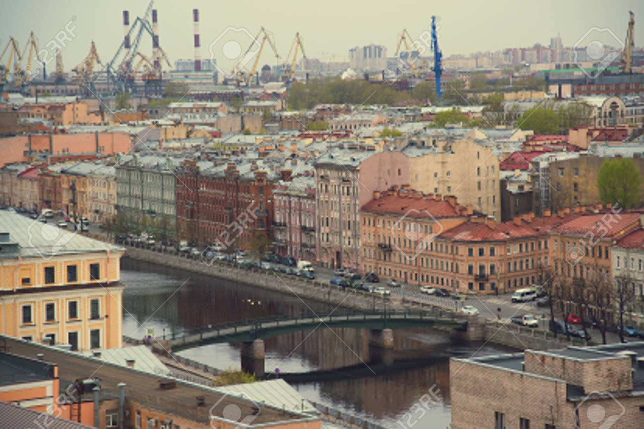 The view from the roof at the bridges and the embankment of the river. Petersburg. Russia. - 88788791