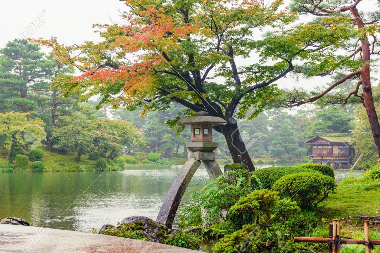 Kenrokuen garden in the autumn rain - 92405257