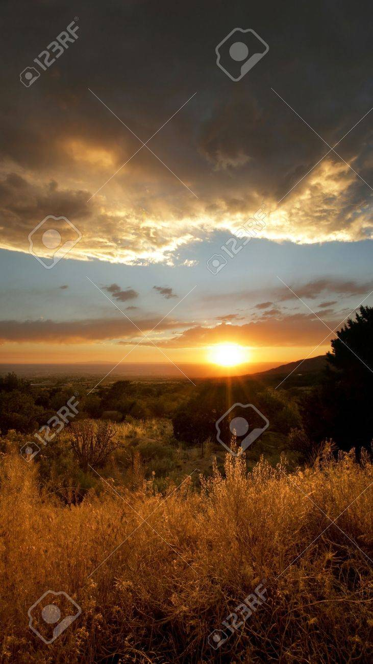 Desert Sunset right outside of Albuquerque, New Mexico Stock Photo - 11799160
