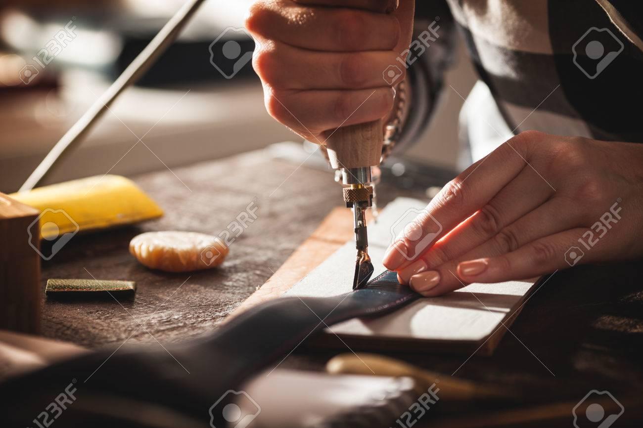 Leather handbag craftsman at work in a workshop - 62612777