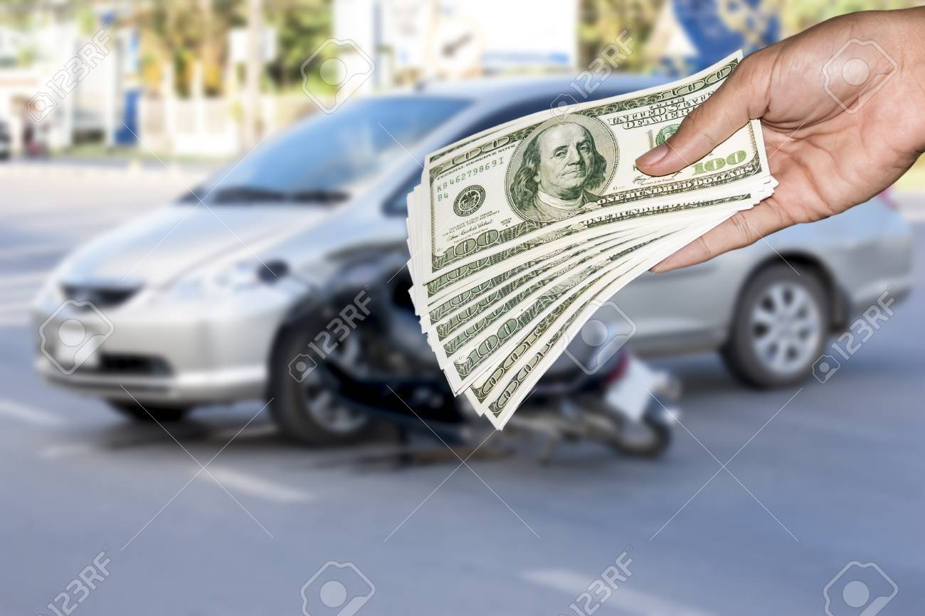 The accident damaged cars ,Insurance pay immediately concept
