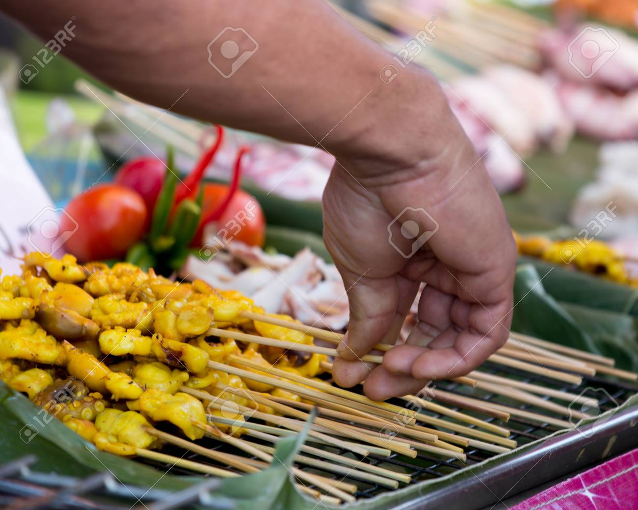 https://previews.123rf.com/images/muangsatun/muangsatun1707/muangsatun170700117/81856102-food-squid-tentacles-on-the-grill-.jpg