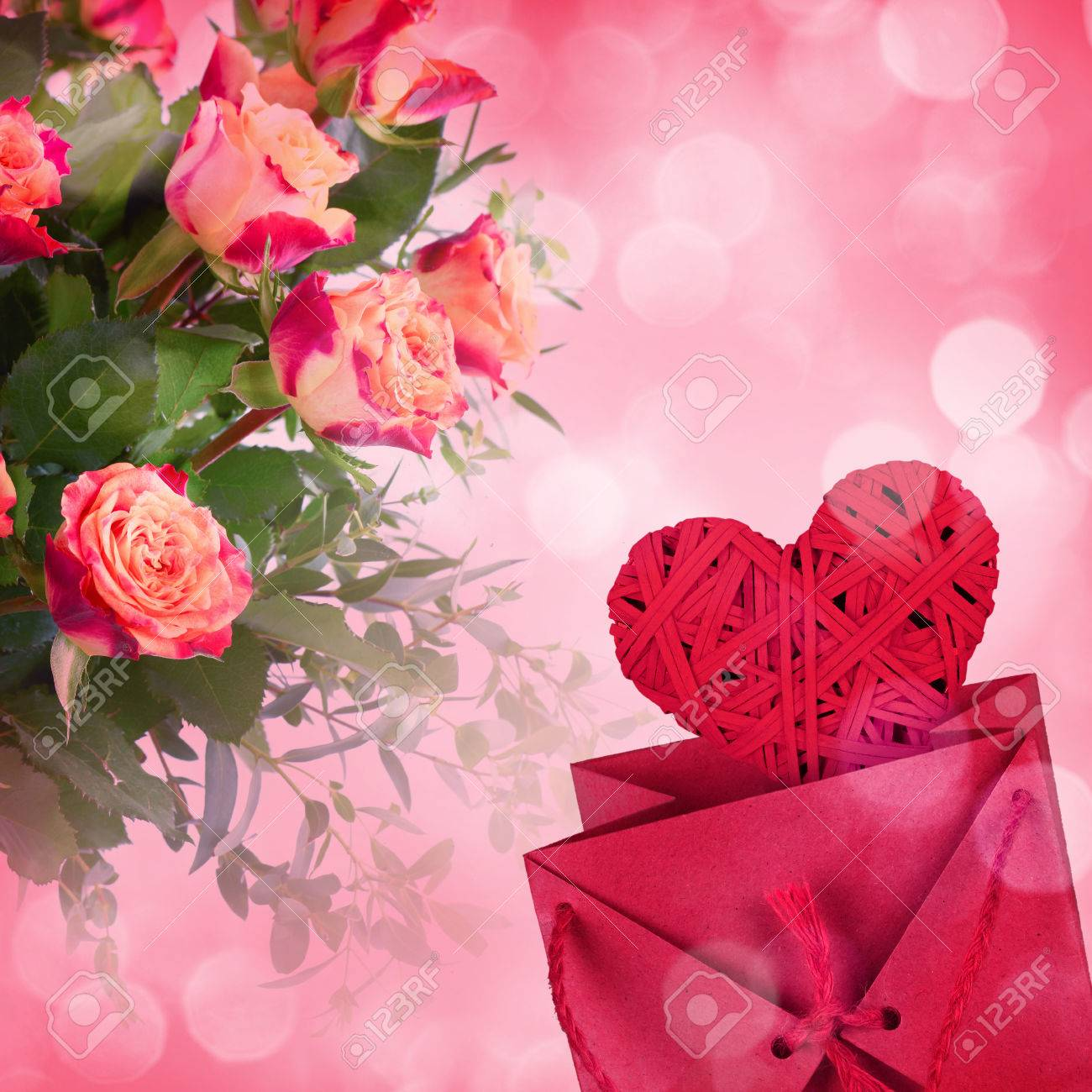 Bouquet of roses and gift box on romantic background - 43347602