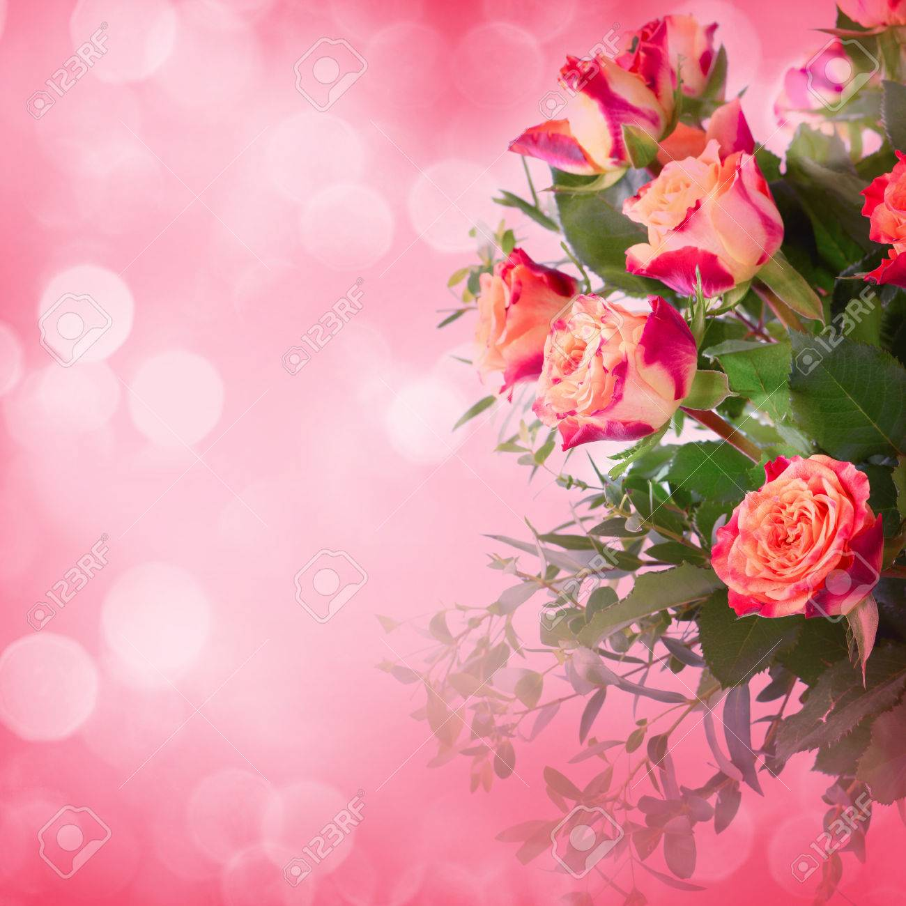 Bouquet of roses on romantic background - 43347603
