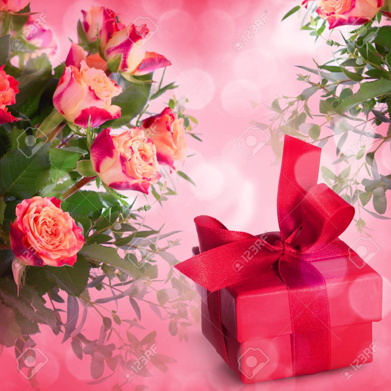 Bouquet of roses and gift box on romantic background - 43347793