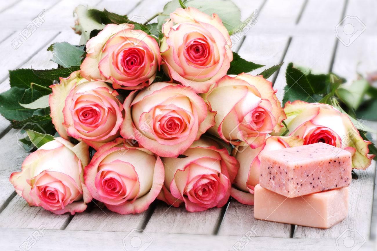 Decoration De Spa dedans décoration de spa avec des arômes de savon et un bouquet de rose