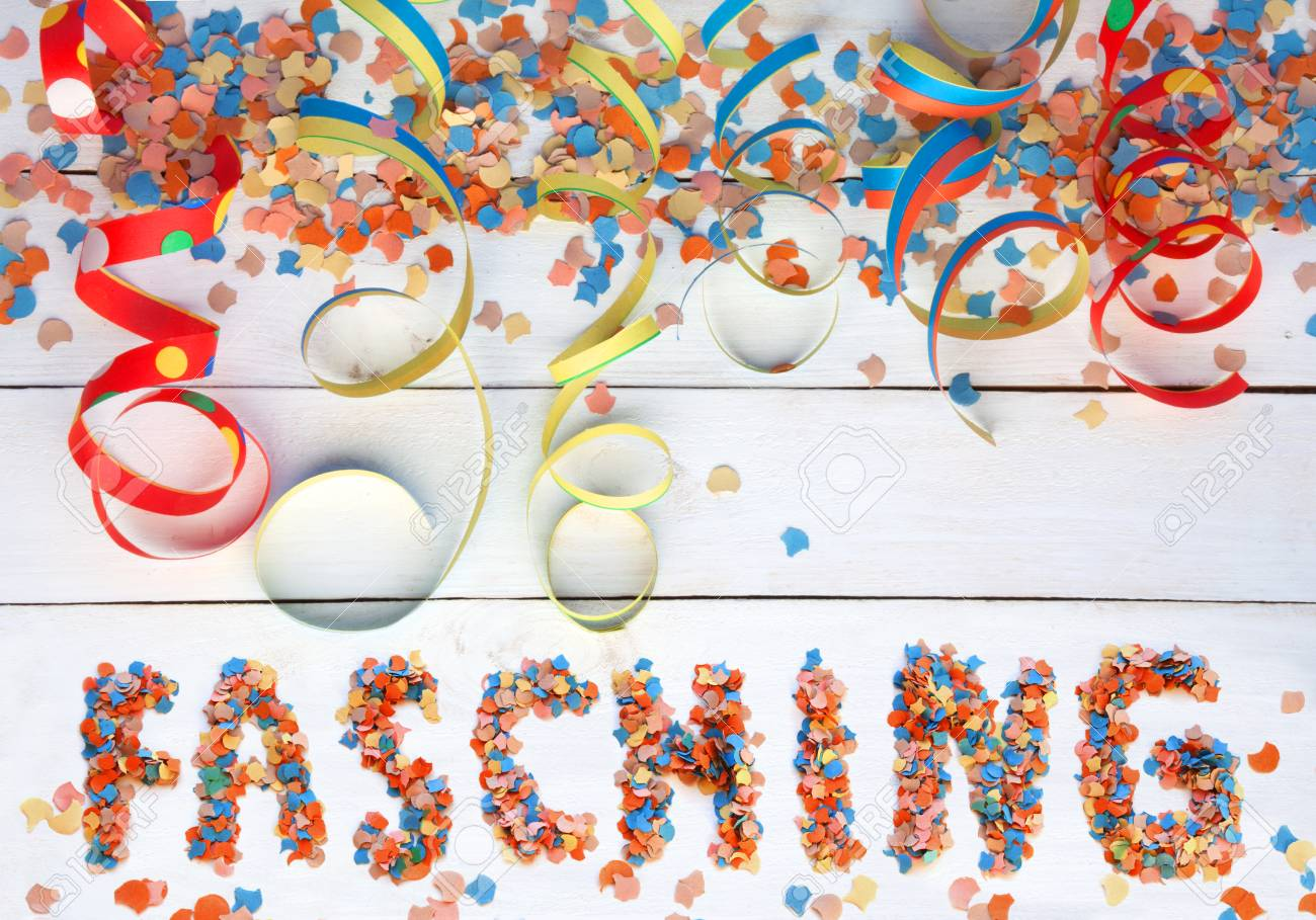Karneval Hintergrund Mit Bunten Text Und Streamer Auf Weissem