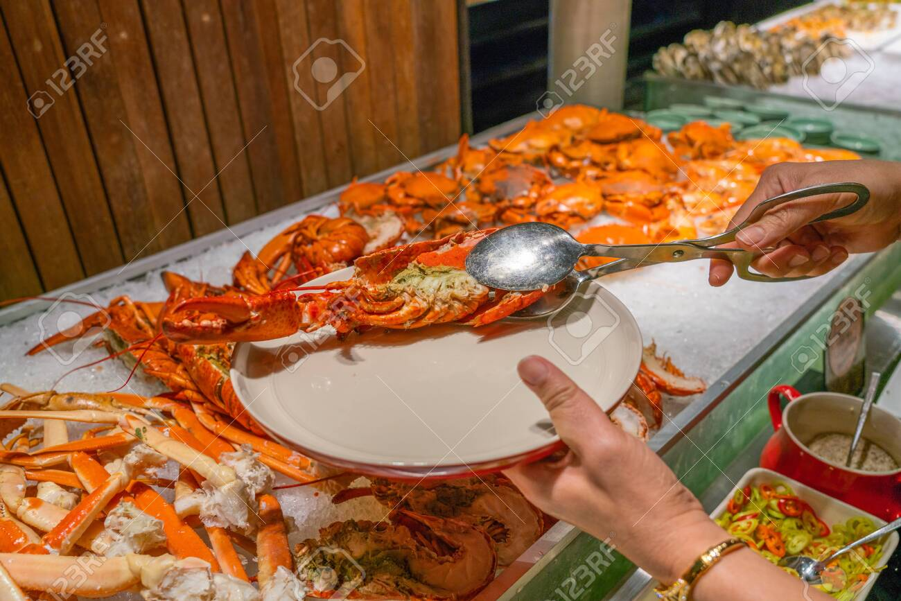 Excellent Woman Hand Using Tongs To Pick Lobster At Seafood Buffet Download Free Architecture Designs Salvmadebymaigaardcom