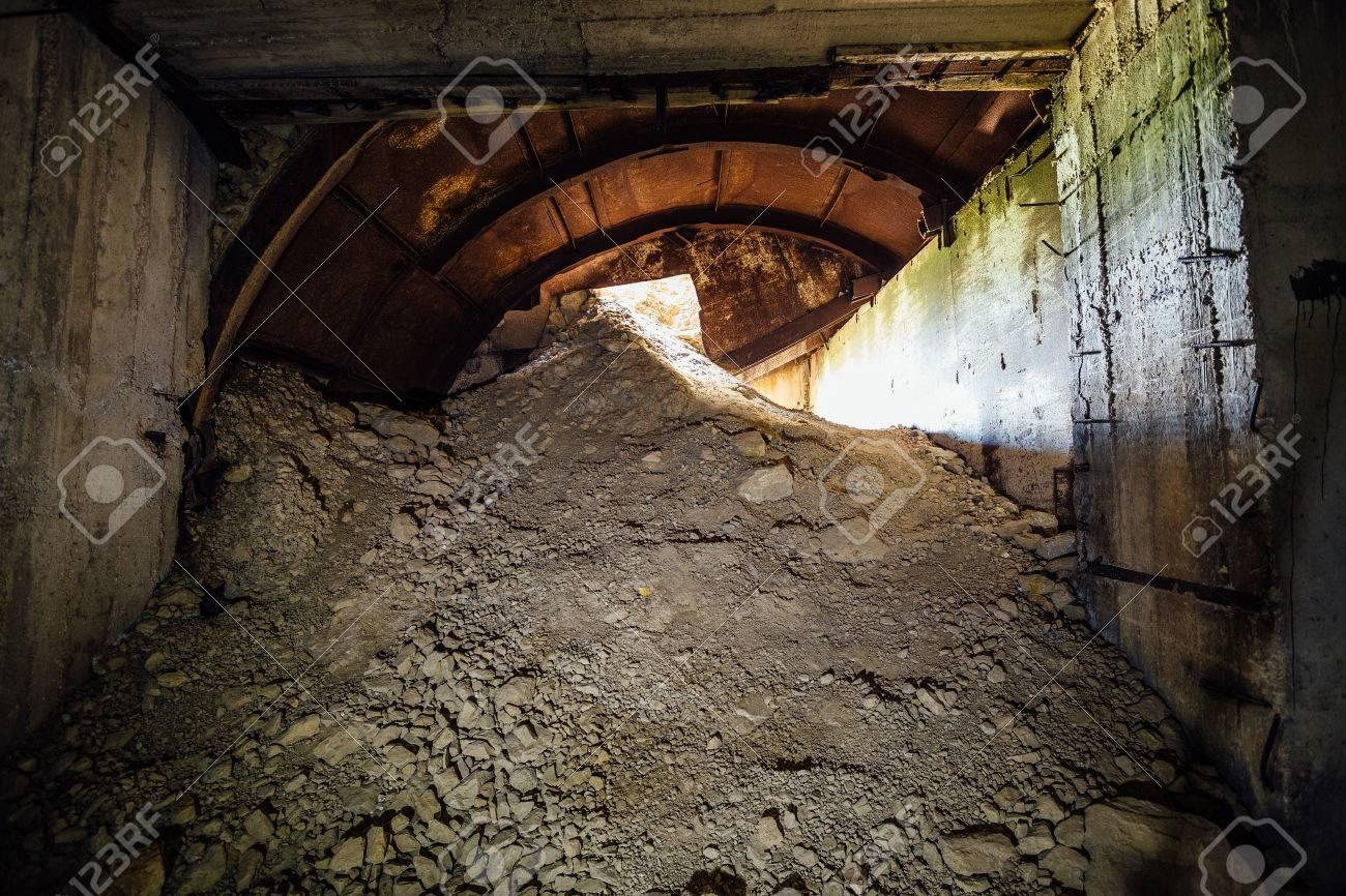 De escrava a... - Página 2 83306997-collapsed-exit-from-underground-construction