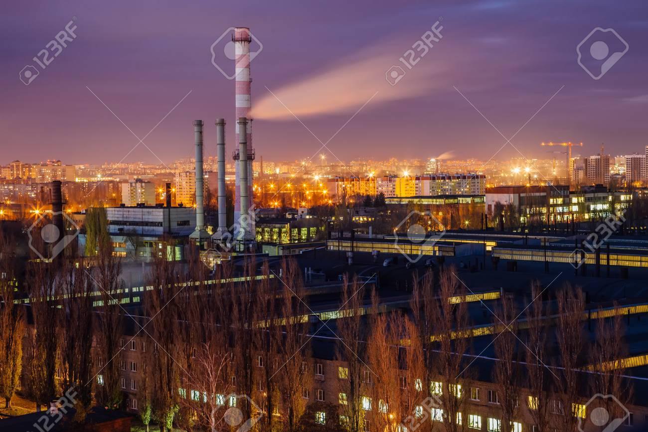 ヴォロネジの景観夜景工業区工場...