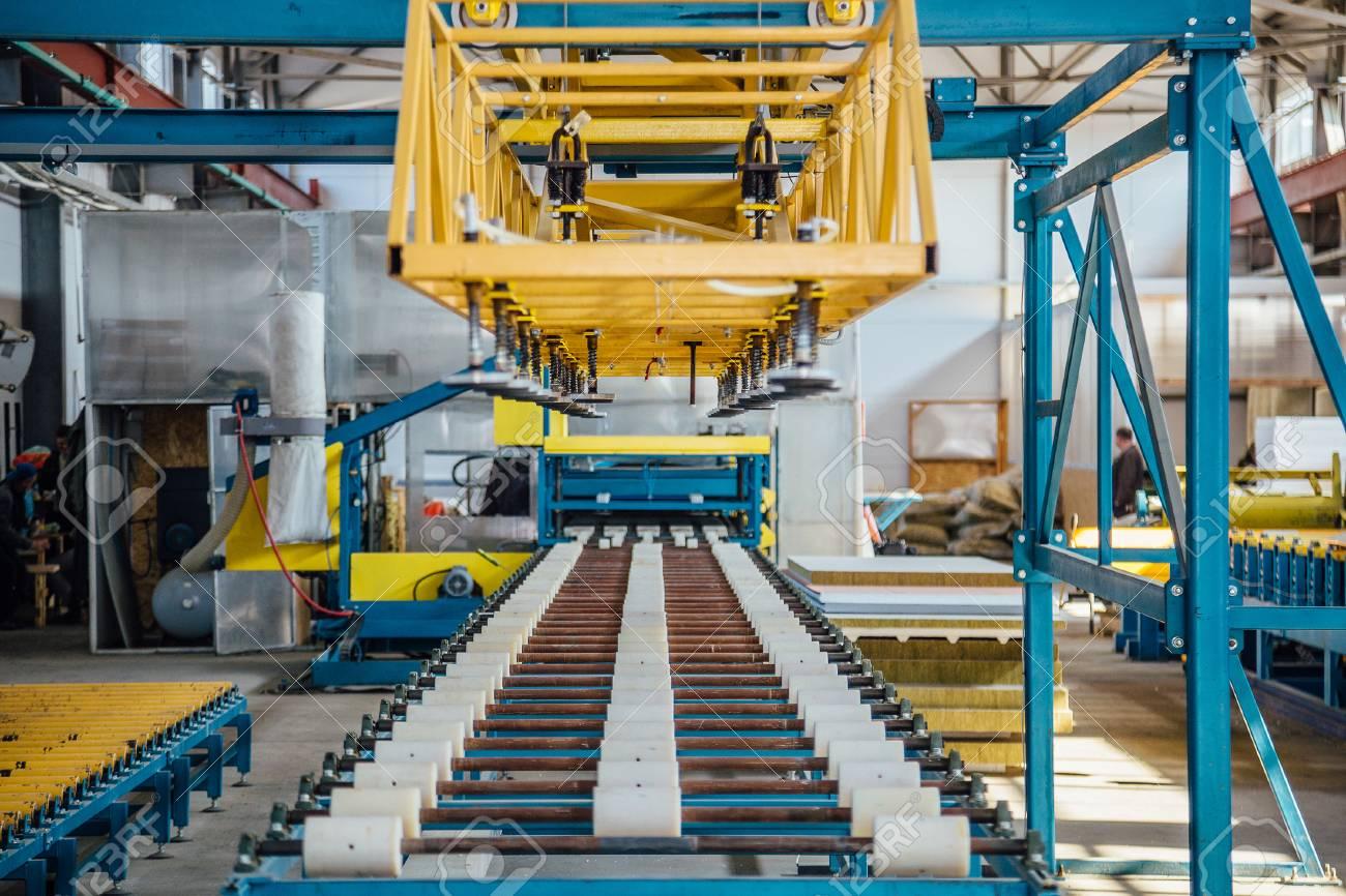 Insulation sandwich panel production line  Roller conveyor of