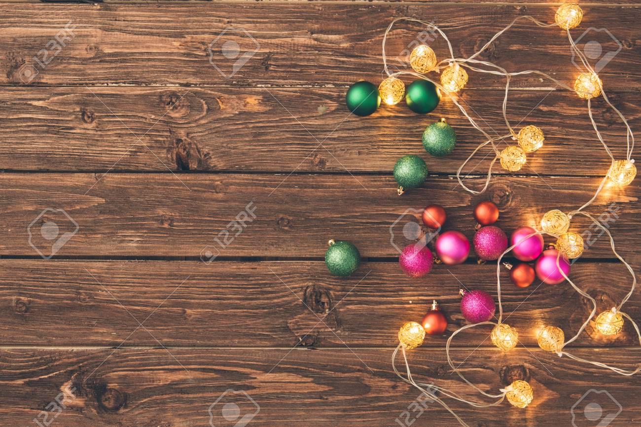 Decorazioni In Legno Natalizie : Sui dischetti di legno compaiono decori natalizi decorazioni