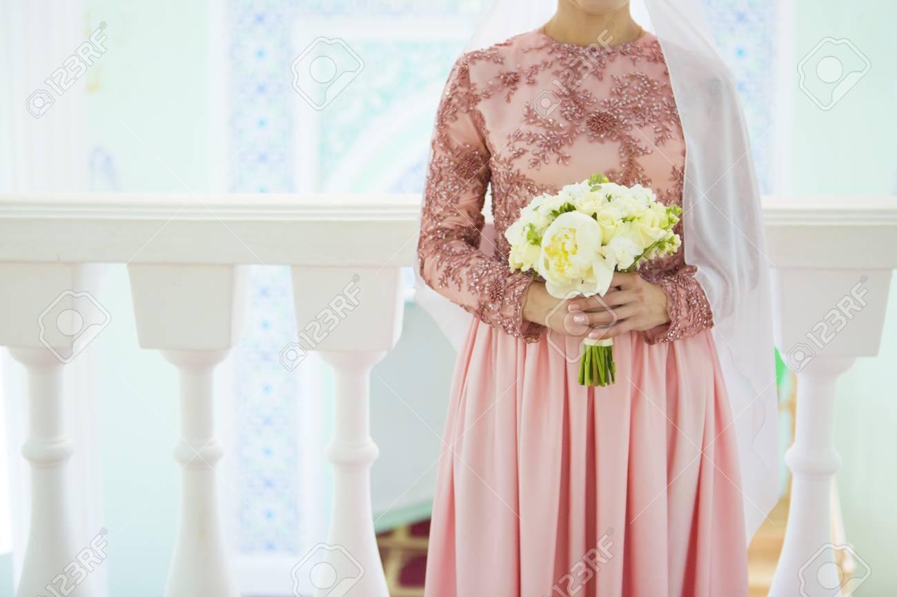 Novia Musulmana Que Se Prepara Para Casarse En La Mezquita ...