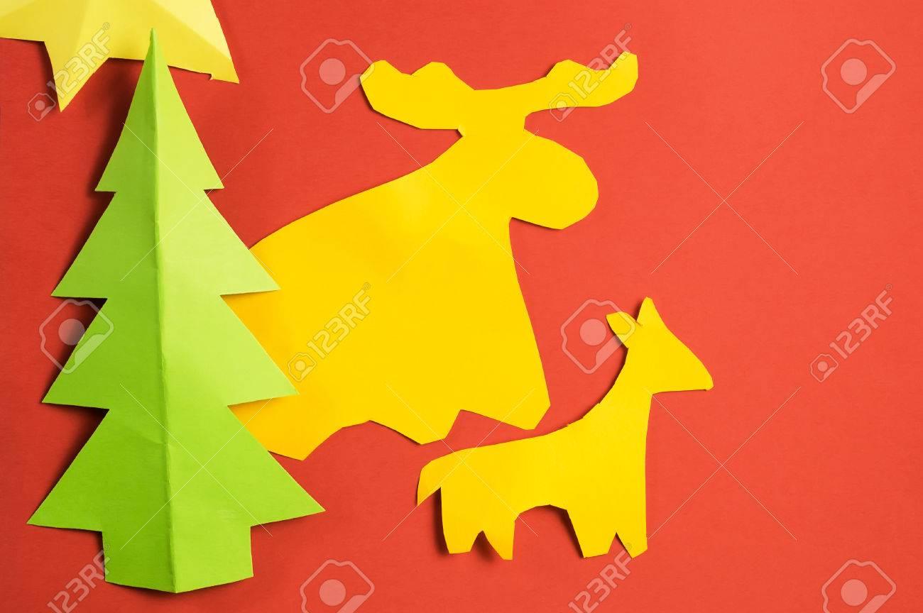 Figuras De Papel De Navidad De Color Hechas Por Los Niños, En La ...