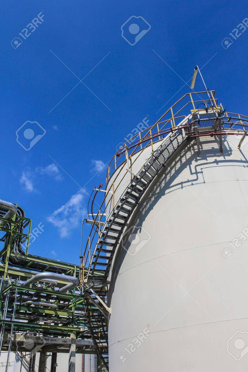 Structure of Oil and chemical factory in day time - 16148341