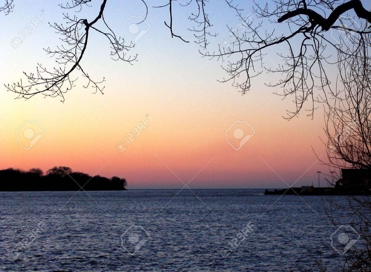 del ro nigara y el lago ontario en el sunset foto de archivo