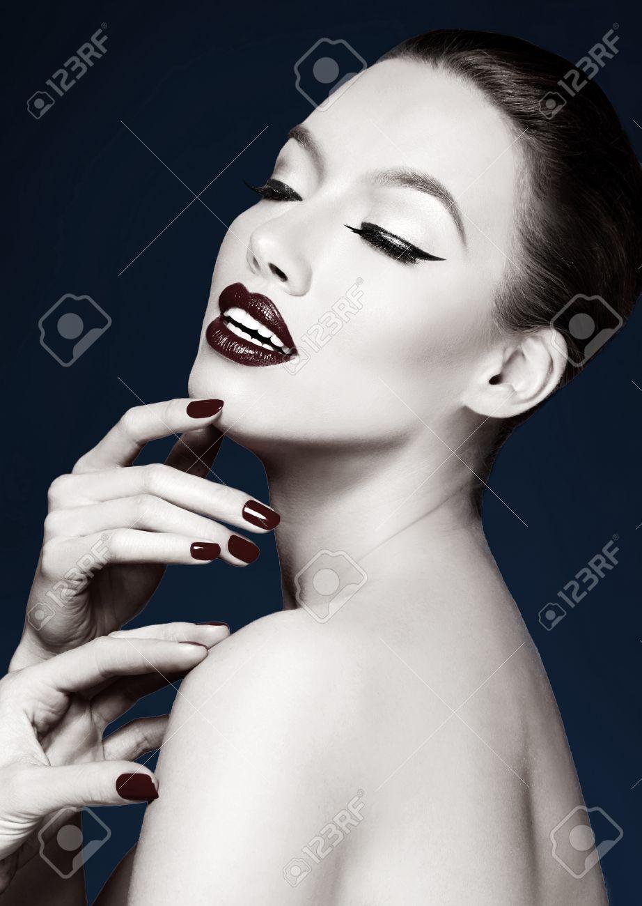 Художественный портрет красивой женщины