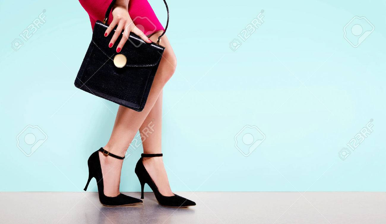 Woman fashion with beautiful black purse hand bag with high heels shoes. Copy space on light blue background. Isolated. - 61840858