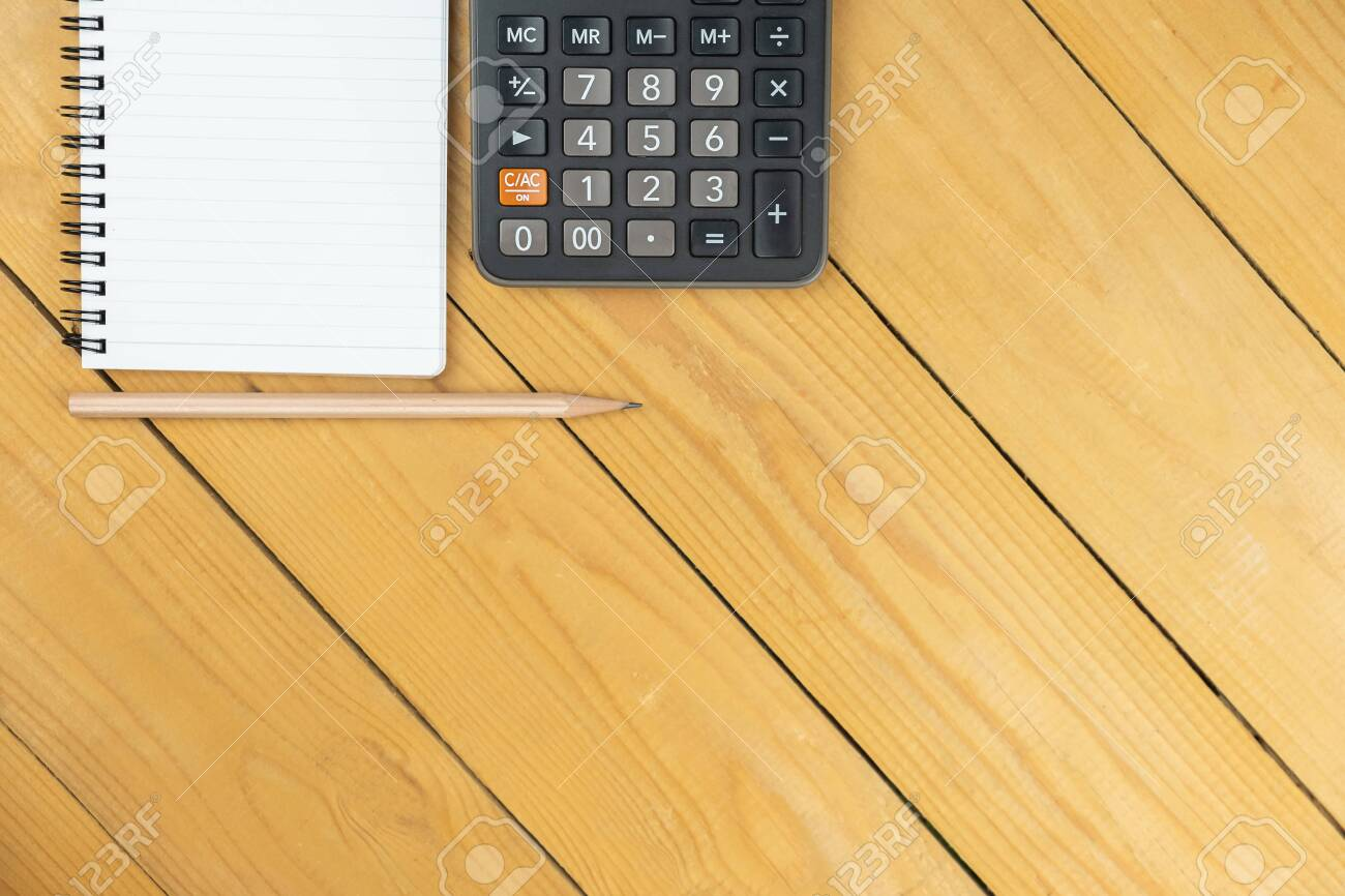 Empty notepad and calculator and pencil on wooden desk, copy space, top view background, template and presentation - 133765183