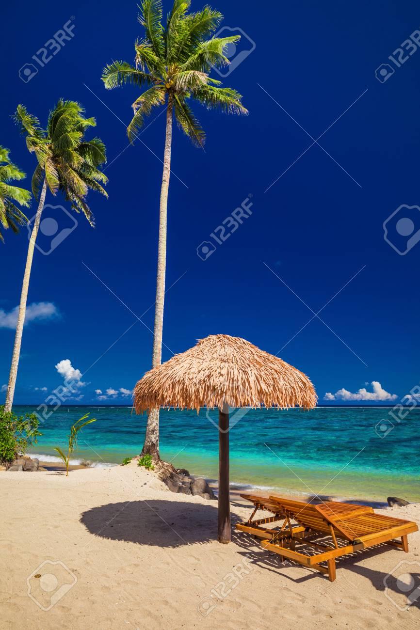 2 つのビーチ、ヤシの木、サモア...