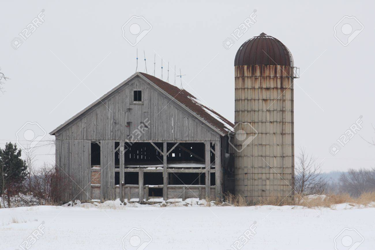 Old barn and silo on a countryside road. Stock Photo - 4288015