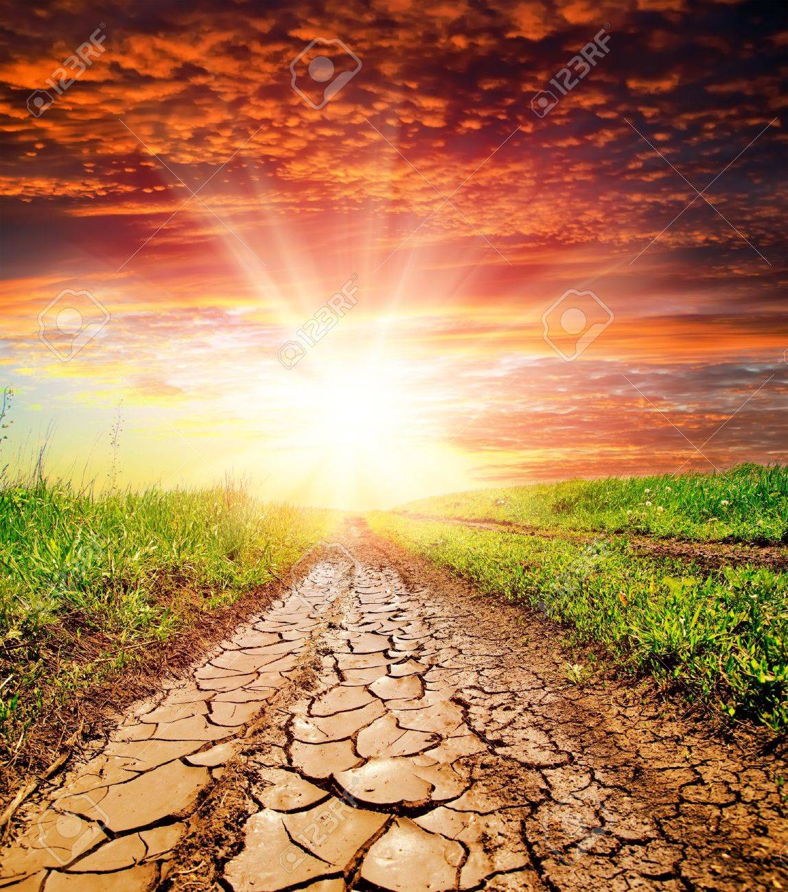 POEMAS SIDERALES ( Sol, Luna, Estrellas, Tierra, Naturaleza, Galaxias...) - Página 17 9754043-sunset-over-cracked-rural-road-in-green-grass-and-cloudy-sky-Stock-Photo
