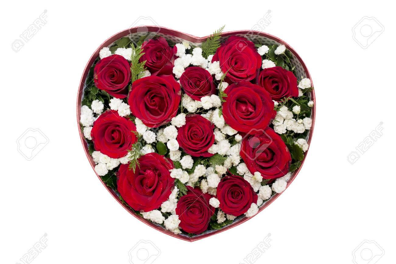 Bouquet De Roses Rouges Et Fleur Blanche En Forme De Coeur Boite