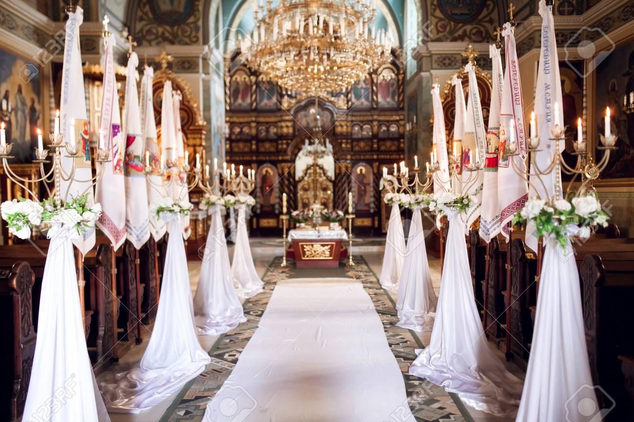 Innenraum Der Kirche Mit Dekoration Fur Hochzeit Mit Kerzen Licht Natur