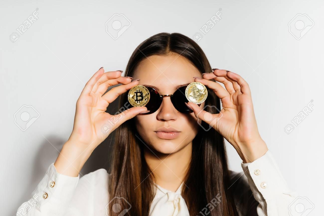 piece de monnaie sur les yeux
